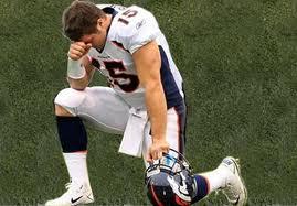 TIM TEBOW IN PRAYER.jpg